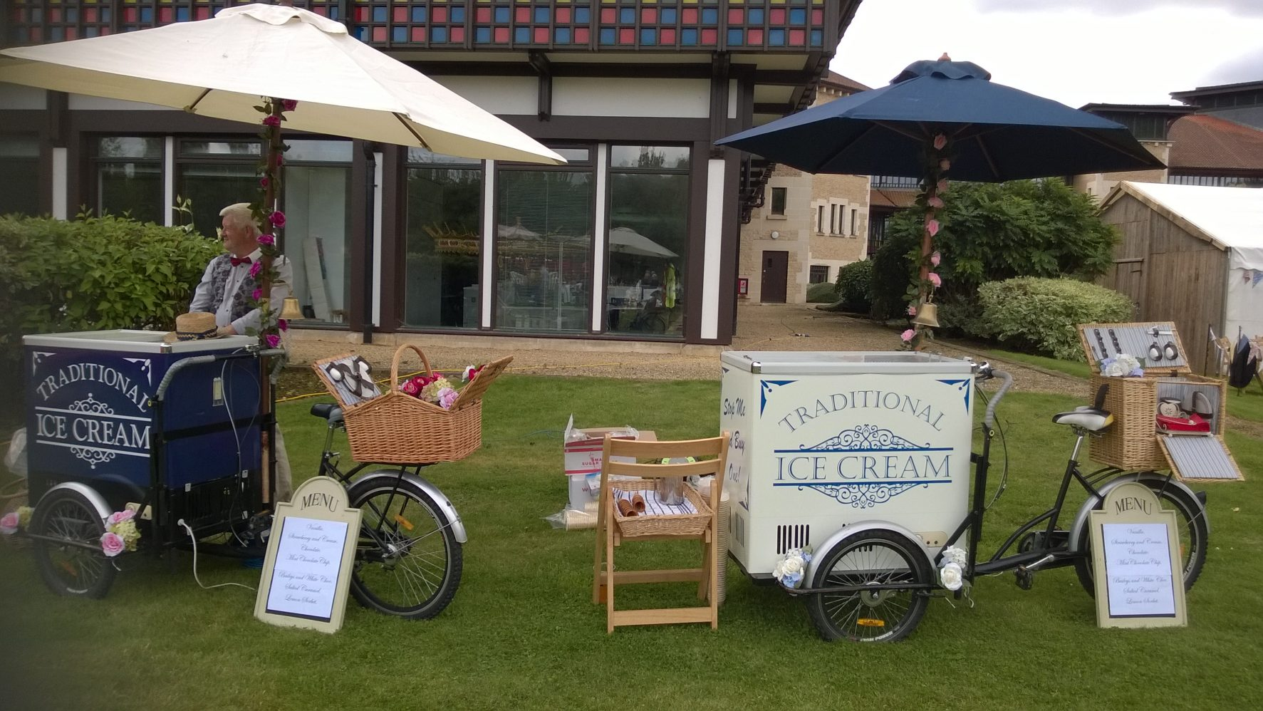 Ice cream carts at a corporate event for 500 guests.